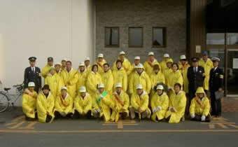 「地域安全安心ステーション」モデル事業実施団体の活動前の集合写真